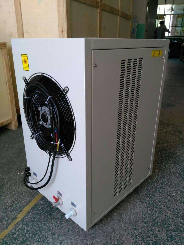 Samll air cooedl water chiller machine used in Anodized Aluminium Laboratory testing process