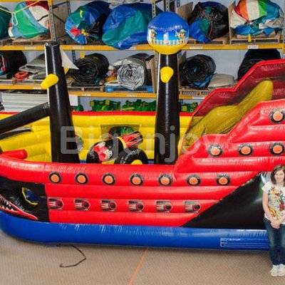 Attractive giant inflatable pirate ship slide