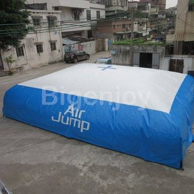 Inflatable stunt inflatable jump air bag for skiing